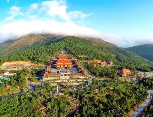 Toàn cảnh chùa Yên Tử - Quảng Ninh nhìn từ trên cao