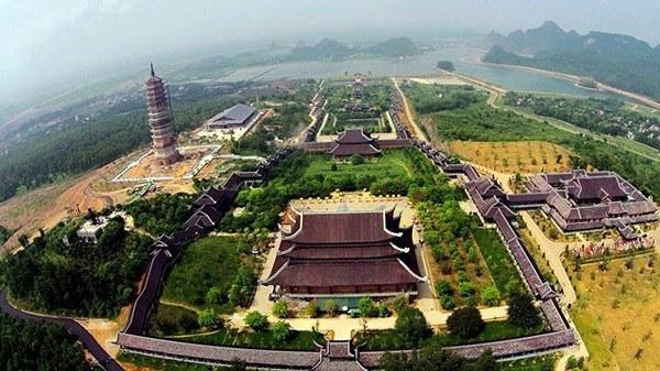 Khung cảnh ngồi chùa Bái Đính nhìn từ trên cao