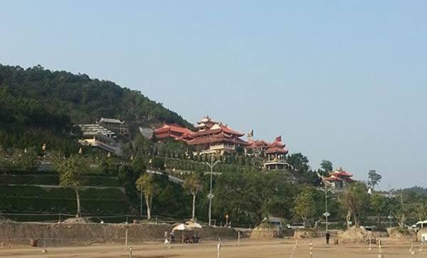 Chùa Cái Bầu - Quảng Ninh