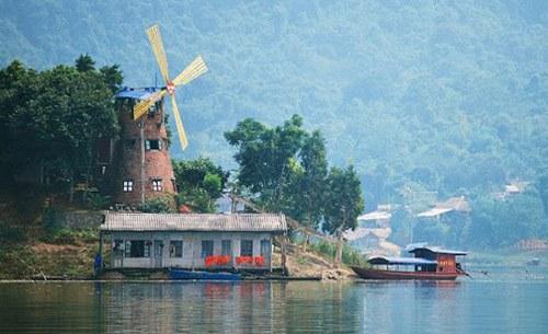 Khung cảnh đầy thơ mộng bên nhà nghỉ Cối Xay Gió ở Thung Nai