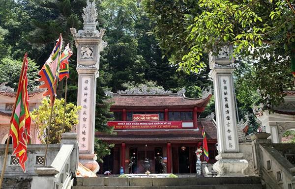 Đền thờ Quốc Mẫu - Tây Thiên