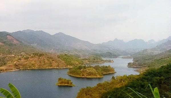 Khung cảnh hoang sơ của Thung Nai