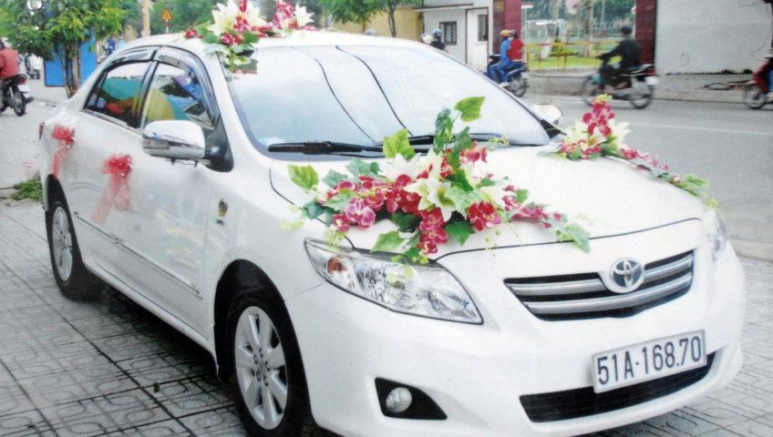 Làm sao để trang trí một chiếc xe cưới ấn tượng?