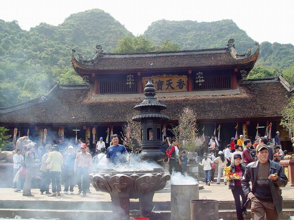 Đôi nét về lễ hội chùa Hương, Bái Đính
