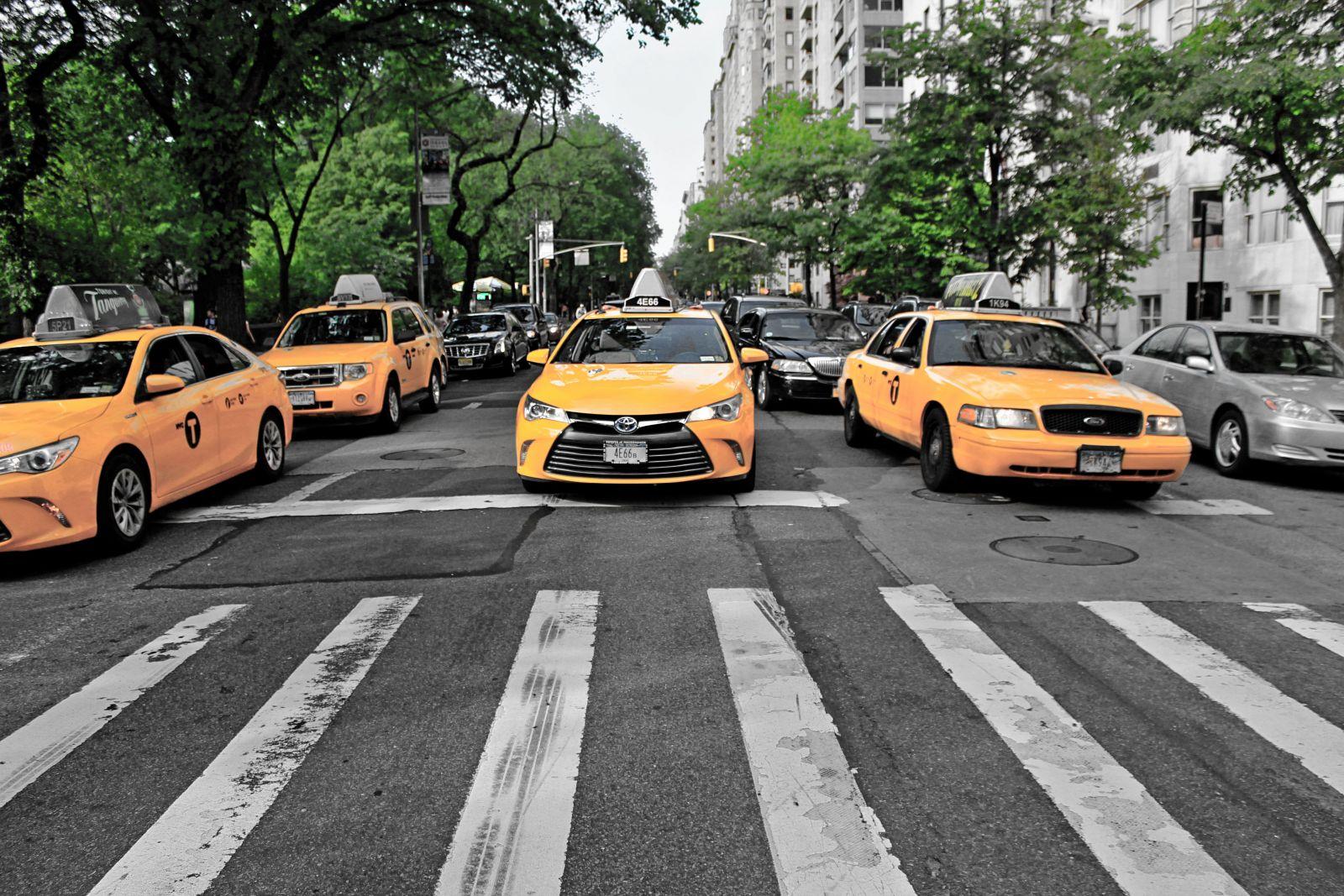 Đặt xe taxi 7 chỗ giá rẻ không khó