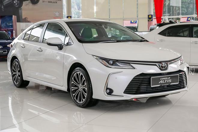 xe du lịch Toyota Altis tại nhà xe Minh Đức