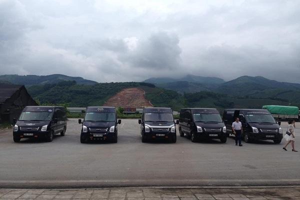 Nhiều dòng xe 16 chỗ được đưa vào để phục vụ đám cưới